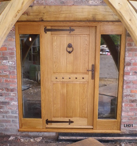 oak traditional style door